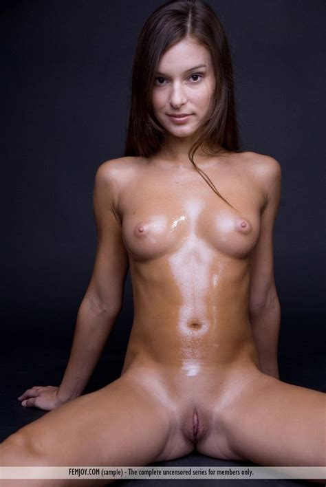 Firm Tummy And Puffy Nips A Small Tits Oily Teen Brunette Smooth Shaven Steife Nippel Tits Fit