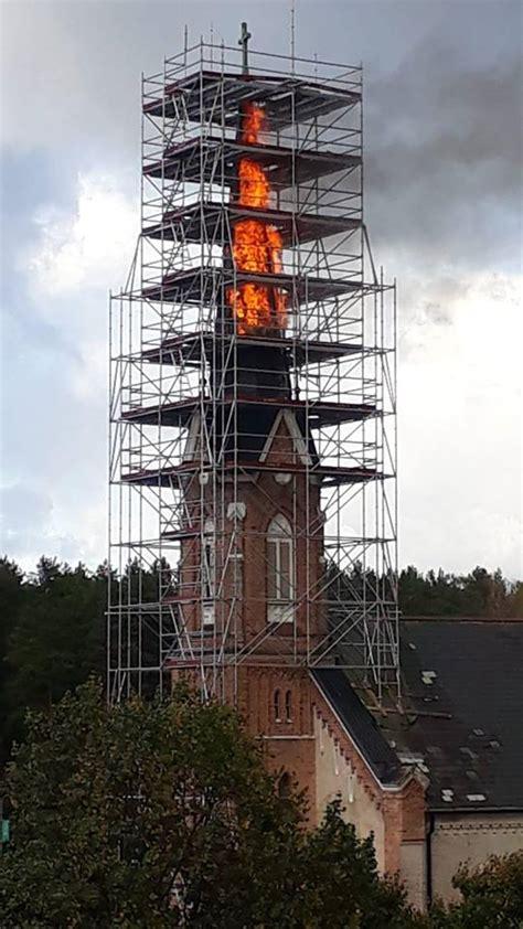 Deg Piņķu baznīcas tornis! - manaOga.lv