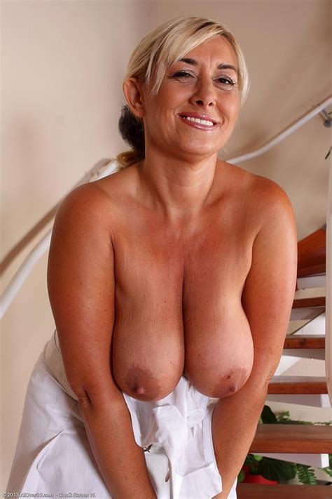 Hot Horny Mature Shows Nice Natural Tits Pichunter