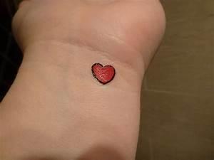 Finger Tattoo Herz : herz tattoo bedeutung und ideen tattoos valentinstag zenideen ~ Frokenaadalensverden.com Haus und Dekorationen