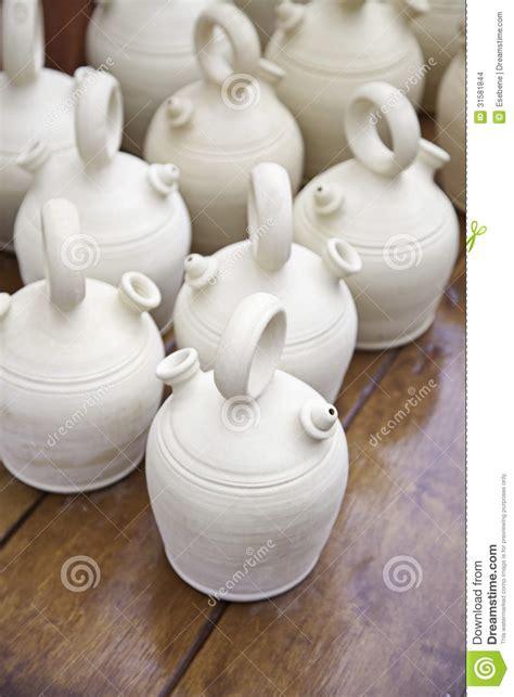 argilla per vasi vasi di argilla contenitori ceramici fotografia stock