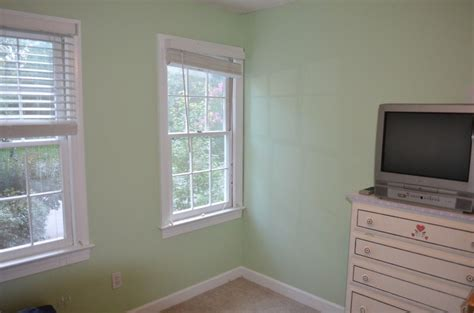 finished bedroom cucumber  sherwin williams vivians