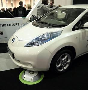 Handyhalterung Auto Wireless Charging : nissan mercedes test wireless ev chargers wired ~ Kayakingforconservation.com Haus und Dekorationen
