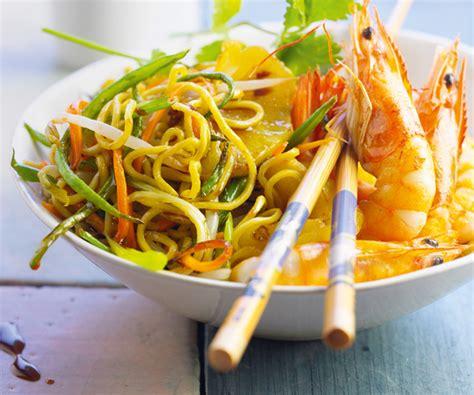 comment cuisiner avec un wok recette facile wok de légumes avec nouilles sautées
