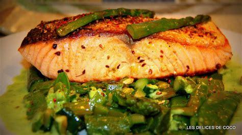 cuisiner du bar au four recette saumon aux épices et légumes avec sa crème de pois