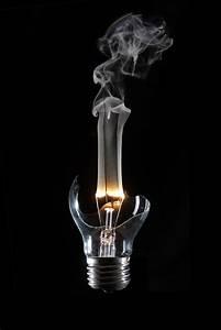 Glühlampe Als Lampe : gl hlampe foto bild lampen und leuchten alltagsdesign motive bilder auf fotocommunity ~ Markanthonyermac.com Haus und Dekorationen