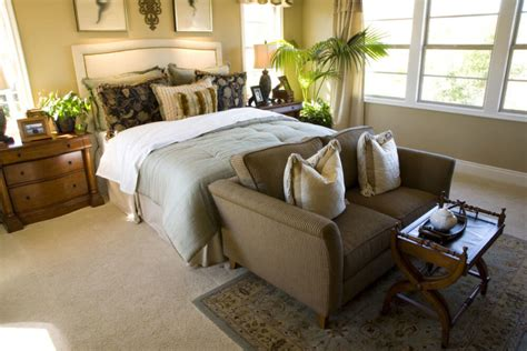Loveseat In Bedroom by 21 Stunning Master Bedrooms With Couches Or Loveseats