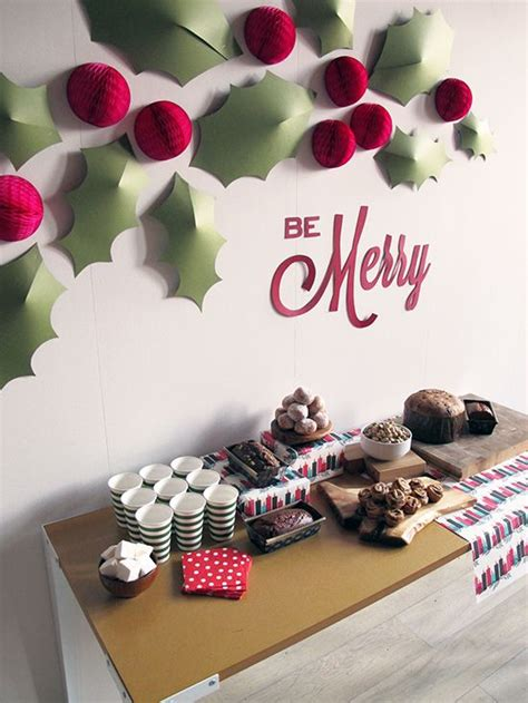 simple holly berry christmas decor ideas shelterness