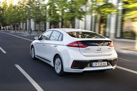 Frugal Hyundai Ioniq Phev Arrives In The Uk From 24995