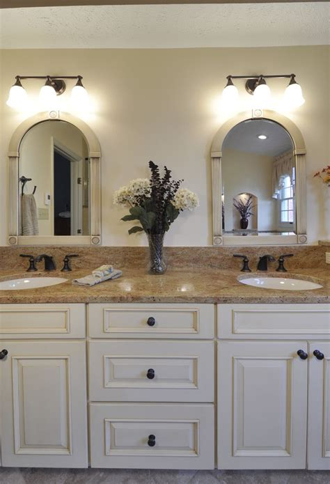 Light Colored Granite For Bathroom by 17 Best Ideas About Granite Bathroom On