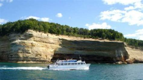 Boat Tours In Pictured Rocks by Pictured Rocks Cruises Michigan