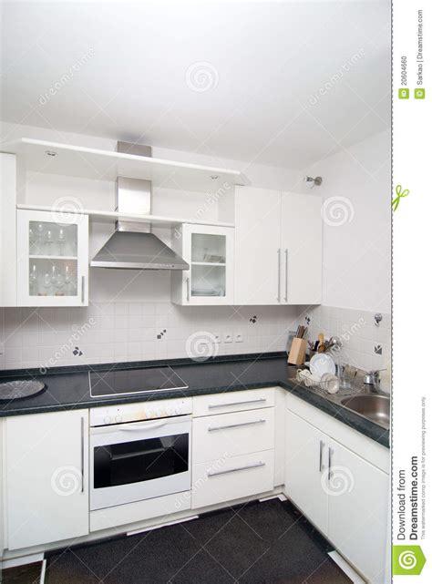cuisine blanche cuisine blanche photo stock image du cuvettes trottoir