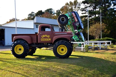 old grave digger monster truck monster truck grave digger 2 by lanjee chee