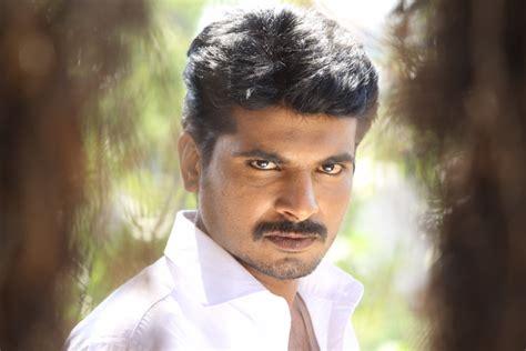 kuthoosi  stills tamilnext