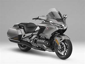 Goldwing 1800 2018 : 2018 honda gold wing now even your bike has carplay slashgear ~ Medecine-chirurgie-esthetiques.com Avis de Voitures