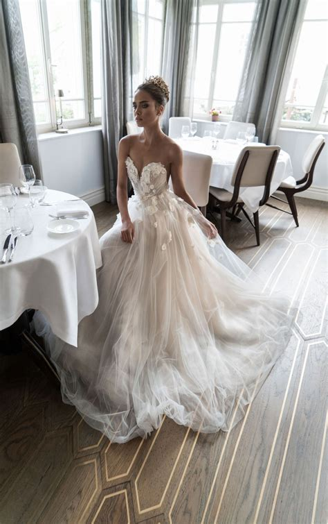10 Beautiful Wedding Dresses You Need To See The Closet