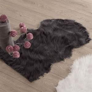 Tapis Fourrure Gris : tapis peau de b te 90 cm imitation fourrure gris tapis eminza ~ Teatrodelosmanantiales.com Idées de Décoration