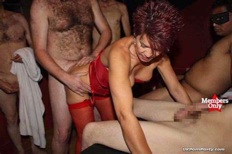 Amateur group sex party in a swingers club - UKXXXPass Blog