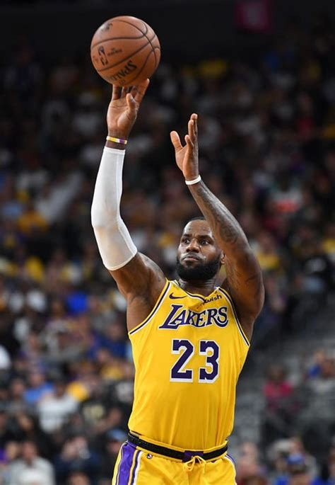 lebron james la lakers newcomer hits buzzer beater