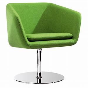 Petit fauteuil tournant design vert mamy sur cdc design for Petit fauteuil vert
