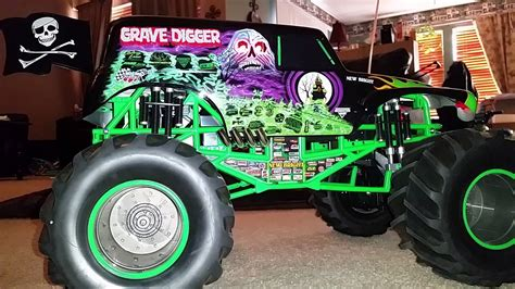 grave digger 30th anniversary monster truck toy 100 grave digger 30th anniversary monster truck toy
