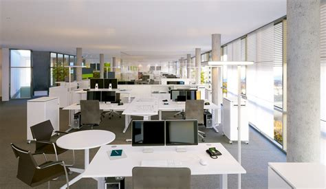 bureau open space deux européens sur trois travaillent en bureau partagé