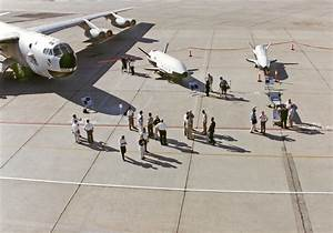 Aerospace Industry Representatives View 'X-Planes'   NASA