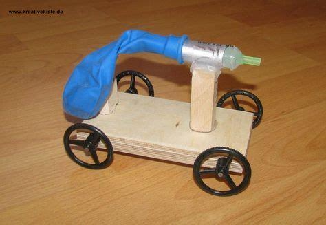 werken mit holz anleitungen 1 luftballon auto basteln basteln auto basteln basteln und basteln mit holz
