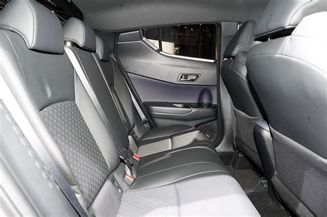 toyota  hr rear seats
