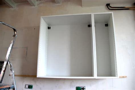 comment accrocher un meuble de cuisine au mur deux jours de travail solidaire