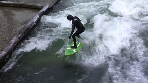 englischer garten münchen wellenreiten river surfing wellenreiten im eisbach englischer garten