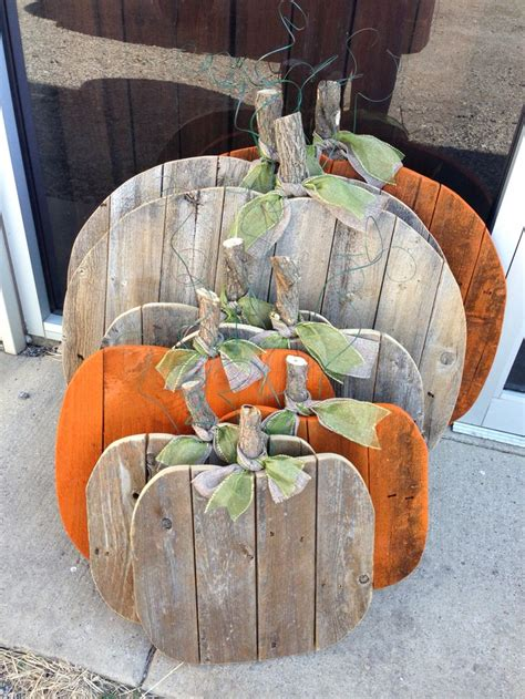picket pumpkins made from recycled fence pickets jetwedding vintageshoppegirl rustic fall