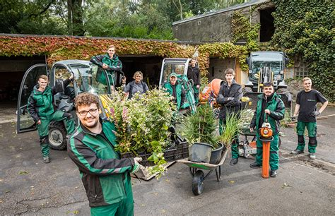 Garten Und Landschaftsbau Ausbildung Studium by G 228 Rtner In Fachrichtung Garten Und Landschaftsbau