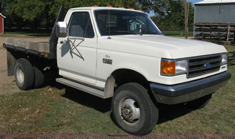 ford  xlt lariat flatbed pickup truck item