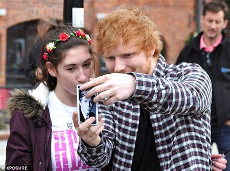 ed sheeran fanshop ed sheeran reunites with one direction pal niall horan daily mail