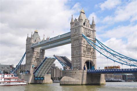 tower bridge bilder die tower bridge 246 ffnet sich foto bild europe united
