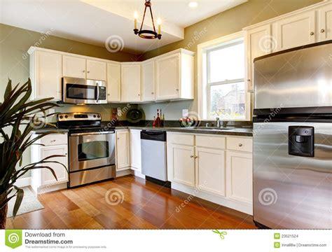 cuisine blanche et verte cuisine neuve blanche et verte classique photo stock