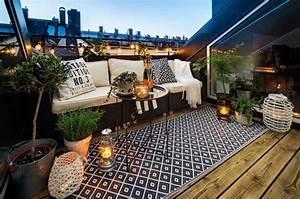 Terrasse Dekorieren Modern : dachterrasse gestalten ideen f r dachloggia im schr gdach ~ Fotosdekora.club Haus und Dekorationen