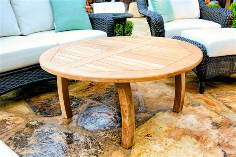 Because coffee tables usually have prominent places in the living room, it's important for them to look good, but it's equally important that they function the way they should. 11 Styling A Round Coffee Table Images