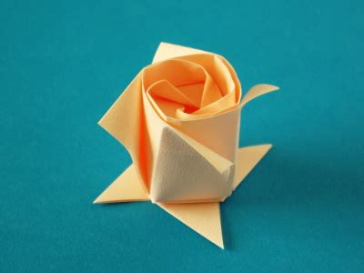 rosenknospe blumen origami kunst
