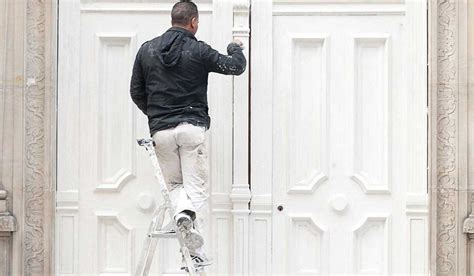 For example, if you employ anyone who isn't a direct family member, even if it's only one person, you must have employers' liability insurance. What Insurance Does a Painter Need?