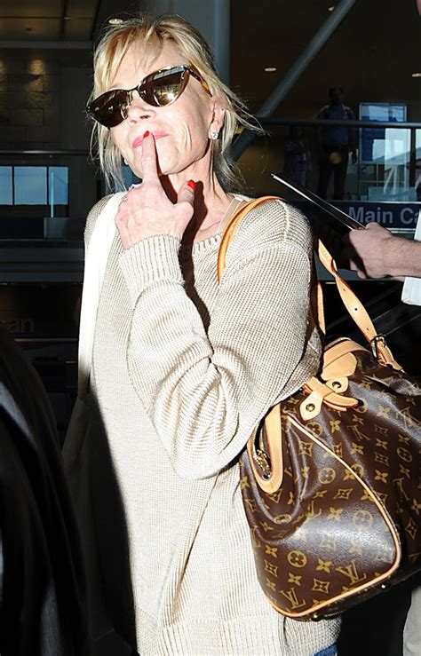 celebrities   bags  carried  fly   lax
