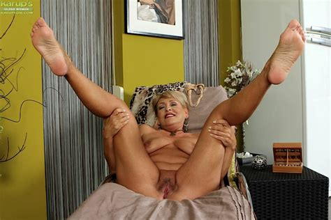 Blackboxxx Hot Mature Pussy And Leg Spreading Pin