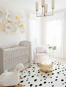 la peinture chambre bebe 70 idees sympas With tapis chambre enfant avec canapé lit scandinave