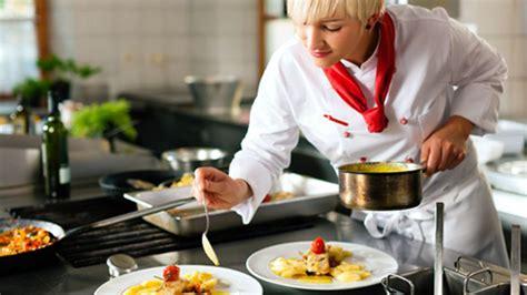 devenir commis de cuisine métiers de la restauration comment devenir cuisinier