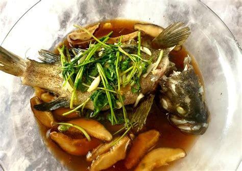 Hong kong steamed fish, ikan kukus ala hong kong ini merupakan menu resto yang sering saya masak karena keluarga. Resep Ikan steam ala hongkong oleh Christine - Cookpad