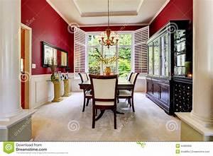 Salle A Manger De Luxe : salle manger de luxe avec le mur rouge lumineux photo stock image 44890906 ~ Melissatoandfro.com Idées de Décoration