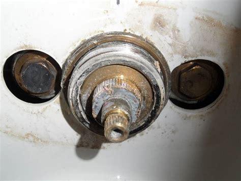 cambiare  rubinetto impianti idraulici