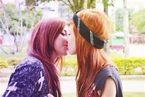 Girls Kissing Is A Beautiful Sight To See  22 Pics