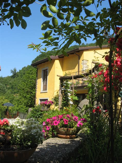 inspiring tuscan courtyards photo chocolate torta and inspirational creative courses in the